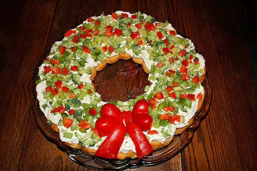 ... Countdown to Christmas Holiday Crescent Vegetable Wreath – 2012